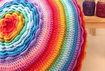 """Regenbögen / rainbows / Regenbögen liebe ich ganz besonders- Handarbeiten in Regenbogenfarben haben so etwas...""""vollständiges""""."""