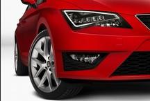 SEAT Leon - Naučte se znovu milovat / Nový SEAT Leon se vzpírá veškerým stereotypům. Používá high-endové technologie známé obvykle jen z vyšších segmentů. Patří mezi ně například špičkový podvozek, vyspělé informační a zábavní systémy a bezúdržbové světlomety LED.