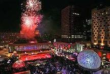 Montréal s'allume / Montréal Lights Up / Les événements et l'ambiance lumineuse réchauffent la ville pendant la saison hivernale. Entre autres, Luminothérapie (Quartier des spectacles), Igloofest, MONTRÉAL EN LUMIÈRE et Nuit blanche font briller Montréal. / Exciting events and a luminous atmosphere warm up the city during the winter season. Among the highlights, Luminothérapie (Quartier des Spectacles), Igloofest, MONTRÉAL EN LUMIÈRE and Nuit Blanche make Montréal shine.