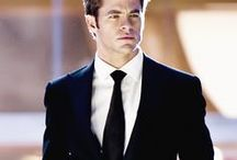 What happens when a FBI by-the-book agent meets a free spirit head on / Lets see where this goes  Okay Chris pIne perfect FBI agent- Now for my free spirit Australian - He is sent to Australia's Embassy until things at home have cooled down -