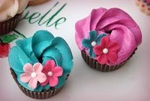pretty cupcakes /  decoration