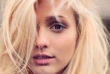 Capelli biondi Blond hair / Shatush , ombrè , colpi di luce , meches , balajage , mouving colours , fascecolor ... E quant'altro riusciamo a creare con l'universo biondo .
