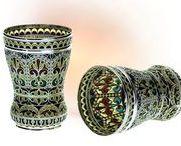 ВИТРАЖНАЯ ЭМАЛЬ / В данной технике эмалью заполняют ажурный орнамент металлической формы (каркаса), Металлический каркас для витражной эмали делают из золота, серебра или меди. Промежутки между перегородками заполняют цветной прозрачной эмалью. В производстве витражной эмали обжиг изделия производится каждый раз после нанесения очередного слоя эмали.