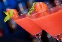 Bebidas y cocteles / Digamos ¡salud! con recetas originales / by Come Rico