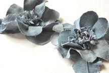 Décos de fleurs, boutons et cie