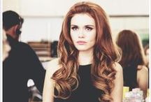 Holland Roden ( Lydia Martin) / her hair is perf, just like her !