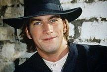 Charlie O'Connell / Bilder zum Schauspieler Charlie O'Connell, der u.a. als Quinn's Bruder Colin Mallory in Sliders zu sehen ist.