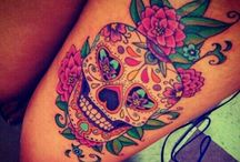 Sugar Skull / I love sugar Skull! For the make-up, for the tattoos and for their colour!