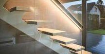 Historia de una escalera / Vivienda unifamiliar situada en San Sebastián.  El principal acierto de este proyecto fue conseguir que la promotora de las viviendas permitiera a los clientes desarrollar de forma paralela la obra con  la constructora, y el Proyecto de Interiorismo con el Estudio.