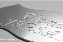 Štítky, jmenovky a cedulky na dveře / Dveřní štítky, jmenovky a cedulky na dveře s gravírováním jména a ostatních údajů na přání.