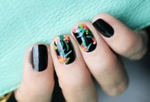 *  Nail art / Beautiful to her nails !