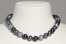 Muschelkernperlen / Elegante Perlenketten und Perlenohrringe aus Muschelkernperlen