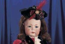 Dolls in Scottish attire