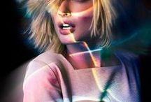 . Trends : Neon Glitch .