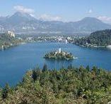 Voyager en Slovénie / Jolie pays au coeur des Alpes et de l'Europe, la Slovénie vous ravira par la beauté de ses paysages. Que ce soit au Lac de Bled ou dans les Grottes de Postojna, la Slovénie n'est qu'éblouissement