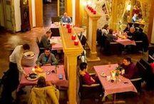 Restauracja / Jest wiele wspaniałych drewnianych restauracji. Jednak nieliczne mogą zaoferować tak niepowtarzalną atmosferę, jaką można odnaleźć w restauracji w naszym Dworze. // There are many magnificent wooden restaurants. But only few can offer such a unique aura as our Dwór can do.