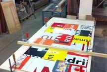 Upcycle / Oude bouwborden ook wel reclameborden genoemd worden omgetoverd tot mooie tafels!