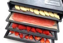 Déshydratation alimentaire / Découvrez tout ce que vous pouvez cuisiner avec un déshydrateur alimentaire : fruits séchés, chips de légumes, cuirs de fruits...un nouveal univers culinaire s'offre à vous
