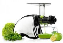 Extracteur de jus / Les extracteurs de jus, c'est notre dada ! Rien de tel qu'un bon jus frais pour faire le plein d'énergie, de vitamines, de minéraux et d'antioxydants. Fruits, légumes, herbes...on peut varier les plaisir à l'infini.