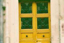 Portas e janelas / by Laia Martín Polo