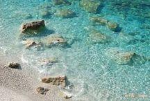 """Isola d'Elba, la """"perla"""" dell'Arcipelago Toscano / Dal Porto della Maremma si raggiungono le più belle isole del Parco Nazionale dell'Arcipelago Toscano. A 25 miglia di distanza c'è l'Isola d'Elba (Porto Azzurro), isola dagli infiniti orizzonti: spiagge dorate, acque cristalline, massicci granitici immersi nella macchia."""