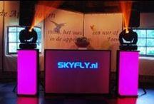 Bruiloftentertainment / SKYFLY.nl is de laatste jaren uitgegroeid tot één van de grootste professionele leveranciers op het gebied van bruiloft entertainment zoals muziek voor de ceremonie, receptie en natuurlijk het avondfeest. SKYFLY.nl heeft bruiloft specialisten in huis welke in een persoonlijk gesprek de (muzikale) wensen en ideeën doorneemt met het bruidspaar. Mede door de enorme ervaring en de garanties die SKYFLY.nl te bieden heeft, voelen de  bruidsparen zich direct thuis en ontzorgt. www.skyfly.nl