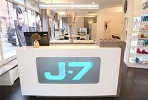 J.7 hair lounge München, Kreuzstr. 6, 80331 München, Tel.: 089 24292626, http://friseur-muenchen-hair-lounge.j-7.de , Onlineterminierung / In der J.7 hair lounge erwartet Sie eine durch und durch entspannte und zugleich lebendige Atmosphäre. Mit zurückhaltendem Interiour Design und viel Liebe zum Detail haben wir hier einen modernen Raum geschaffen, in dem Sie sich rundum wohlfühlen werden. Im Mittelpunkt stehen Sie! Freuen Sie sich bei Ihrem Top Friseur in München auf eine individuelle Typberatung und auf ein hochkarätiges Styling, das Ihre Persönlichkeit perfekt in Szene setzt.