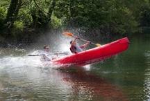 Descenso del Sella / Descenso del Sella en canoa con Jaire Aventura. Divertidísima experiencia que te llevará desde Arriondas a Llovio, en las inmediaciones de Ribadesella, a lo largo de 15 km de mínima dificultad. Rápidamente te acostumbrarás a llevar la canoa (1, 2 o 3 plazas) como un aventurero. Se puede salir al río directamente desde la orilla o cargarte de adrenalina bajando por una espectacular rampa. Podrás remar, disfrutar del paisaje, bañarte, descubrir lugares impresionantes para descansar, una maravilla!