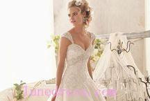 Wedding gowns / Wedding dresses / by Jennifer Boyce