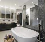 Luxe Badkamers | Hoog.design / Dagelijks ontkomt u er niet aan, dat u op de badkamer moet zijn. Eigenlijk het eerste bezoek aan de badkamer vindt al plaats als u opstaat. De crèmes en make-up worden aangebracht en ook wordt het haar in model gebracht.