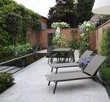 Tuinen | Hoog.design / Kenmerkend aan de tuin, is dat het een weerspiegeling geeft van uw eigen identiteit. Laat de tuin een weerspiegeling geven van uw eigen identiteit. Maak er een plek van waar u zich thuis voelt maar waar u ook weer de energie vindt voor het dagelijkse leven. Een luxe tuin die geheel doet aan uw wensen en de elementen bevat die u gelukkig maakt, geheel in harmonie met het woonhuis. Ontdek aan de hand van tuinontwerpen voorbeelden welke elementen op uw smaak aansluiten en welke stijl u aanspreekt.