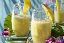Drinks & Smoothies / Das Geheimnis von leckeren Shakes liegt vor allen Dingen in seiner schnellen Zubereitung. Mixt Euch einfach einen Drink aus Saft, Milch und frischen Früchten. Rührt dann Kölln Instant Flocken ein, fertig ist ein kleines Frühstück oder eine Mahlzeit für zwischendurch!