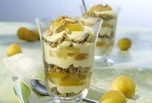 Dessert & Co. / Sucht Ihr noch das i-Tüpfelchen für Desserts und Eisbecher? Dann bieten Röstflocken die ebenso einfache wie schnelle Lösung. Einfach Kölln Echte Kernige in Butter und Zucker anrösten, bis sie goldgelb sind - für eine ganz besonders nussige Note des Desserts.