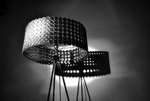 Leuchten aus Kaffeekapseln / Das clevere Arrangement der Abfallmaterialien bildet eine leichte und elegante Leuchte. Durch ihre Originalität wird sie in jedem Raum zum Blickfang. Warmes Licht erzeugt mit dem Lampenschirm verspielte Licht/Schatten Ornamente und versprüht eine angenehme Gemütlichkeit im Raum.