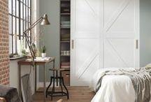 Barn stijldeuren / Geef je woning een landelijke uitstraling met een Barn stijldeur. De natuurlijke en robuuste uitstraling komt duidelijk naar voren en geeft een rustieke twist aan jouw woonstijl. De Barn stijldeur is perfect te combineren met stoere industriële grepen wat het effect van de uitstraling versterkt.