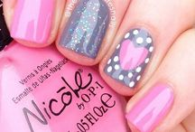 Nails / Mani ideas that I will probably never try myself. Plenty of glitter, pinks, and crazy detailing!