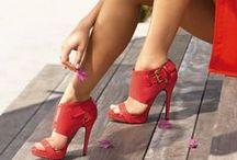 Pantoful Rosu! / Red shoes! / Rosul energizeaza, simbolizeaza vitalitatea, forta, dragostea, pasiunea, succesul, onoarea, impulsul, vointa de a obtine rezultate. In Extremul Orient, rosul evoca in general caldura, intensitatea, actiunea si pasiunea. Rosul este culoarea tendintei expansive. Intruchipare a ardorii si a navalnicei tineretii, rosul este, in traditiile irlandeze, culoarea prin excelenta razboinica. In Japonia, culorea rosie este purtata aproape exclusiv de catre femei. Este un simbol al sinceritatii si fericirii.