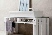 Für Upcycler / An alten Möbelstücken hängen oft die ganz schönen Erinnerungen. Nutzt die alte Kommode doch als Waschtisch! Mit einem schicken Aufsatz- oder Einbauwaschbecken setzt ihr das Sideboard in Szene und belebt die Erinnerung an das schmucke Möbelstück wieder.