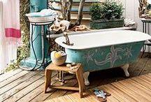 Für Frischluftfreunde ☀️ / Es lebe das Outdoor-Badezimmer. Bei 32 Grad eine erfrischende Dusche mitten im Garten? Herrlich! Zu zweit ein Vollbad mit Blick auf den Nachthimmel genießen? Romantisch! Und nach der Gartenarbeit die Hände am Outdoor-Waschplatz reinigen? Praktisch!