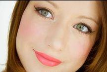 Maquillage du teint / Produis de beauté / Cosmétiques pour le maquillage du teint : fond de teint, BB crème, CC crème, blush, bronzer, enlumineur, highlighter, correcteur, anti-cernes, etc.