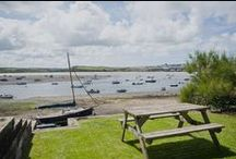 Wheel Cottage - a self-catering holiday cottage in Rock, North Cornwall by Latitude50. / This enchanting old fisherman's cottage with views across the estuary, set only footsteps away from the golden sands of Rock Beach.  Find out more here: https://www.latitude50.co.uk/explore-our-properties/north-cornwall/rock/wheel-cottage