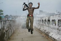: CHRIS HONDROS / Chris Hondros( March 14,1970 - April 20, 2011) has covered most of the world's major conflicts since the late 1990's, including wars in Kosovo, Angola, Sierra Leone, Lebanon, Afghanistan, Kashmir, the West Bank, Irak and Liberia.  Hondros received dozens of awards; in 2004 he was a nominated finalist for The Pulitzer Prize Spot News Photography for his work in Liberia and in 2006 he won the Robert Capa Gold Medal, war photography's highest honor, for his work in Irak.  He was killed in Libya.