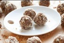 * Easy and Healthy Snacks * / Healthy snacks full of nutrition that are also easy to make! Perfect for pre or post workout, kids lunch boxes or to go on a road trip! Visit for more recipes: yummytastykitchen.com/category/snacks-recipes