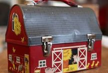 VINTAGE LUNCH BOXES / by Cristina Cunha