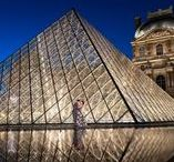 Louvre Museum location / Photos of couples captured at the Louvre Musem in Paris. Couples photography, engagement photography, wedding photography, anniversary and honeymoon photos. #parisphotographer #louvre #louvremuseum #couplesphotos #paris #parisphotography