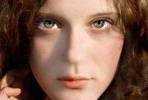 """SGUARDI / L'unico punto del corpo che non si lascia toccare è la pupilla. - """"Non è la vista, già di per sé, un vedere abissi?"""" (Friedrich Nietzsche)"""