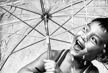 Lluvia / Dicen que el agua es un elemento conductor, quizá por eso la lluvia adopta nuestro estado de ánimo. Así un día lluvioso puede ser algo muy divertido, triste y melancólico, sexy y apasionado, romántico, renovador, CREATIVO, cabreante, ni fu ni fa...¡Y es que nunca llueve a gusto de todos!