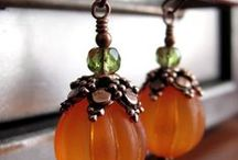 Jewellery and other accessories / Biżuteria rozmaita