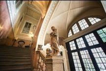Palazzo Carpano / Palazzo Asinari di San Marzano (più noto come Palazzo Carpano) fu costruito nel 1686. E' una fra le dimore nobiliari più sontuose di Torino. L'atrio a colonne ritorte introduce in un cortile a due quinte con un fondale ottocentesco che comunica un fantastico effetto scenografico.