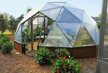 Cupulas y construccion modular alternativa / Cúpulas geodésicas y domos. Construcciones modulares por medios alternativos, balas de paja, superadobe, yurtas, openbeam, ferrocemento, etc